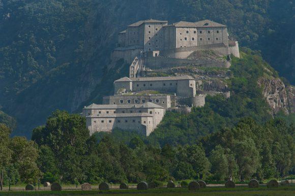 Aosta. il Forte di Bard e il castello di Fenis