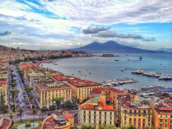 Napoli, il Vesuvio e le rovine romane