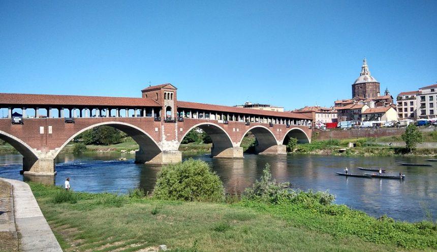 Viaggio di istruzione e turismo scolastico nella cittadina a Pavia