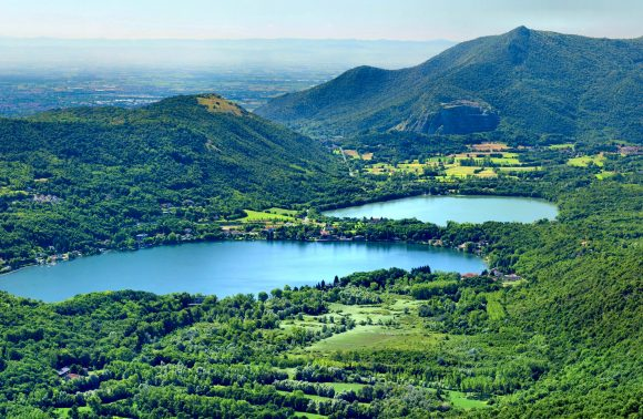 Avigliana, il borgo medievale e i laghi