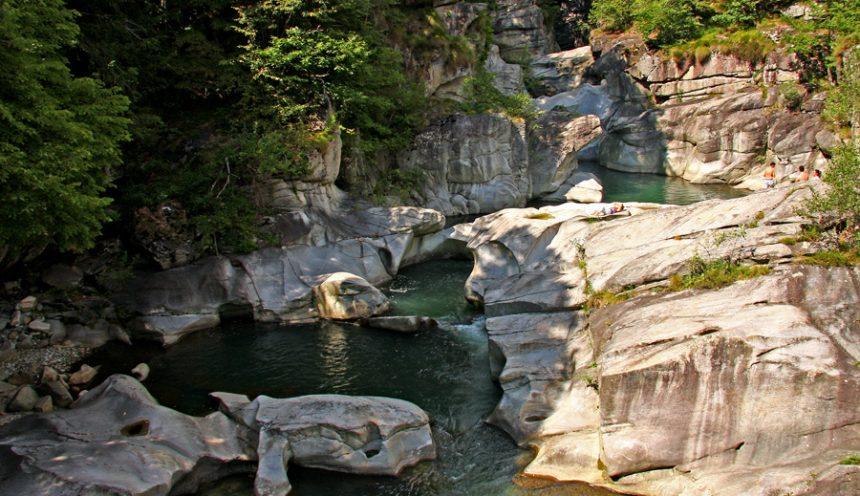 Uscita didattica per studiare al meglio il fiume e le rocce alle Marmitte dei giganti