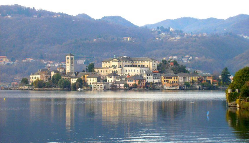Gita scolastica e navigazione all'isola di San Giulio